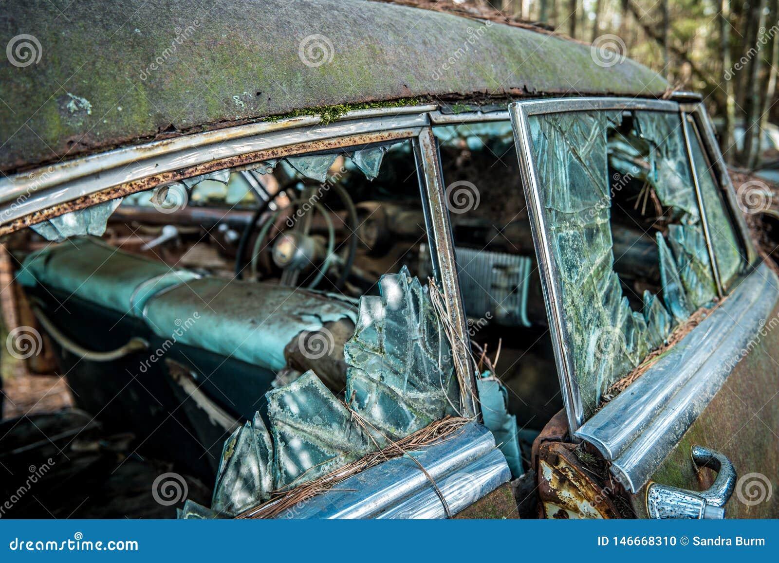 White, Georgia USA 3/28/2018 Decaying car