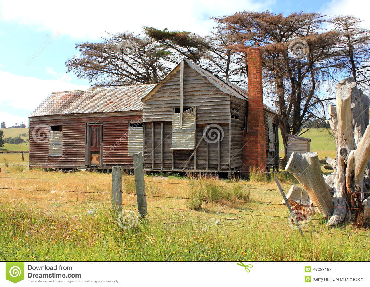 Old and dilapidated australian country homestead stock for Country homestead designs