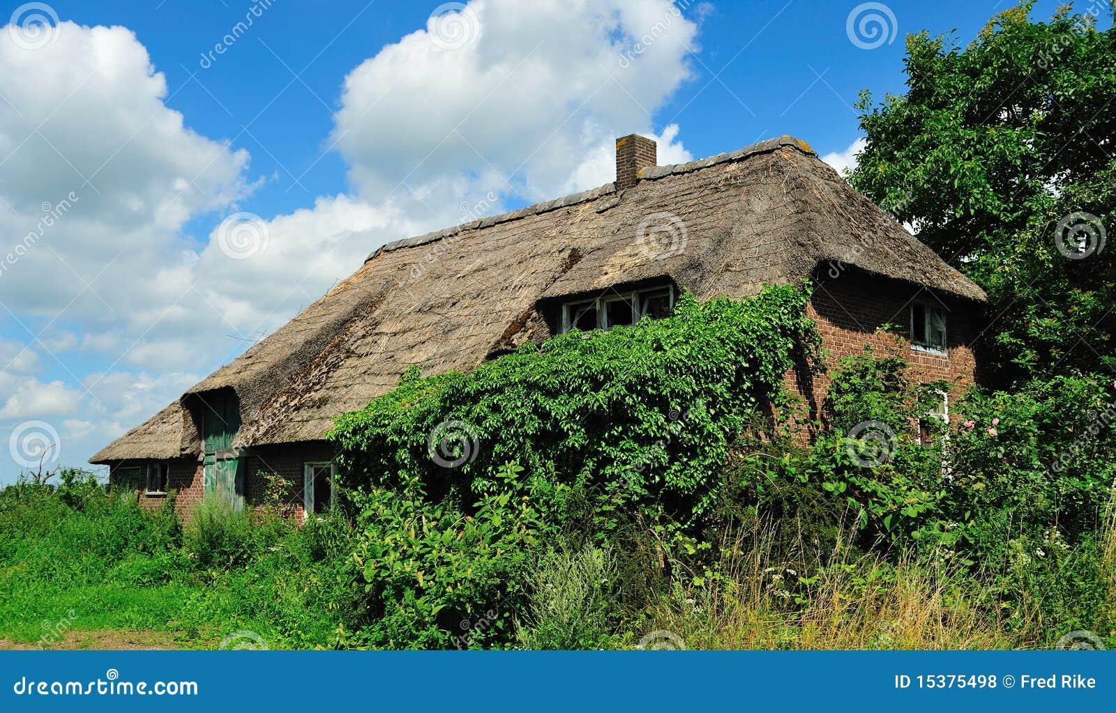 Old dutch farm royalty free stock photos image 15375498 for Farm house netherlands