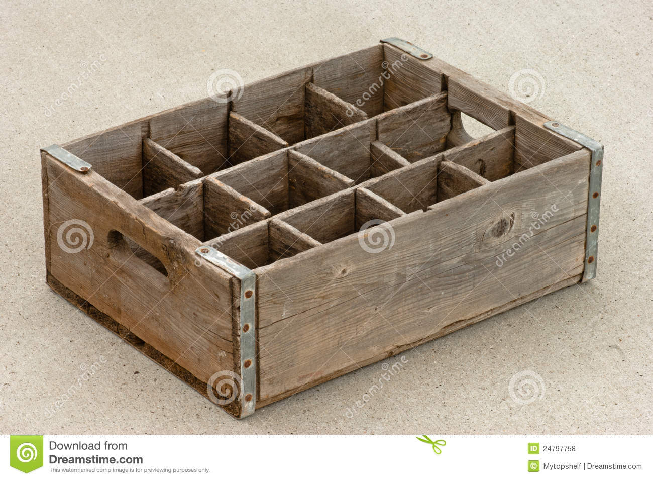 Old empty weathered wood bottle crate royalty free stock - Vieilles caisses en bois a vendre ...