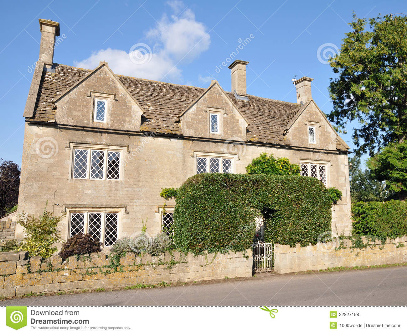 Old english country farm house royalty free stock photos for Classic english house
