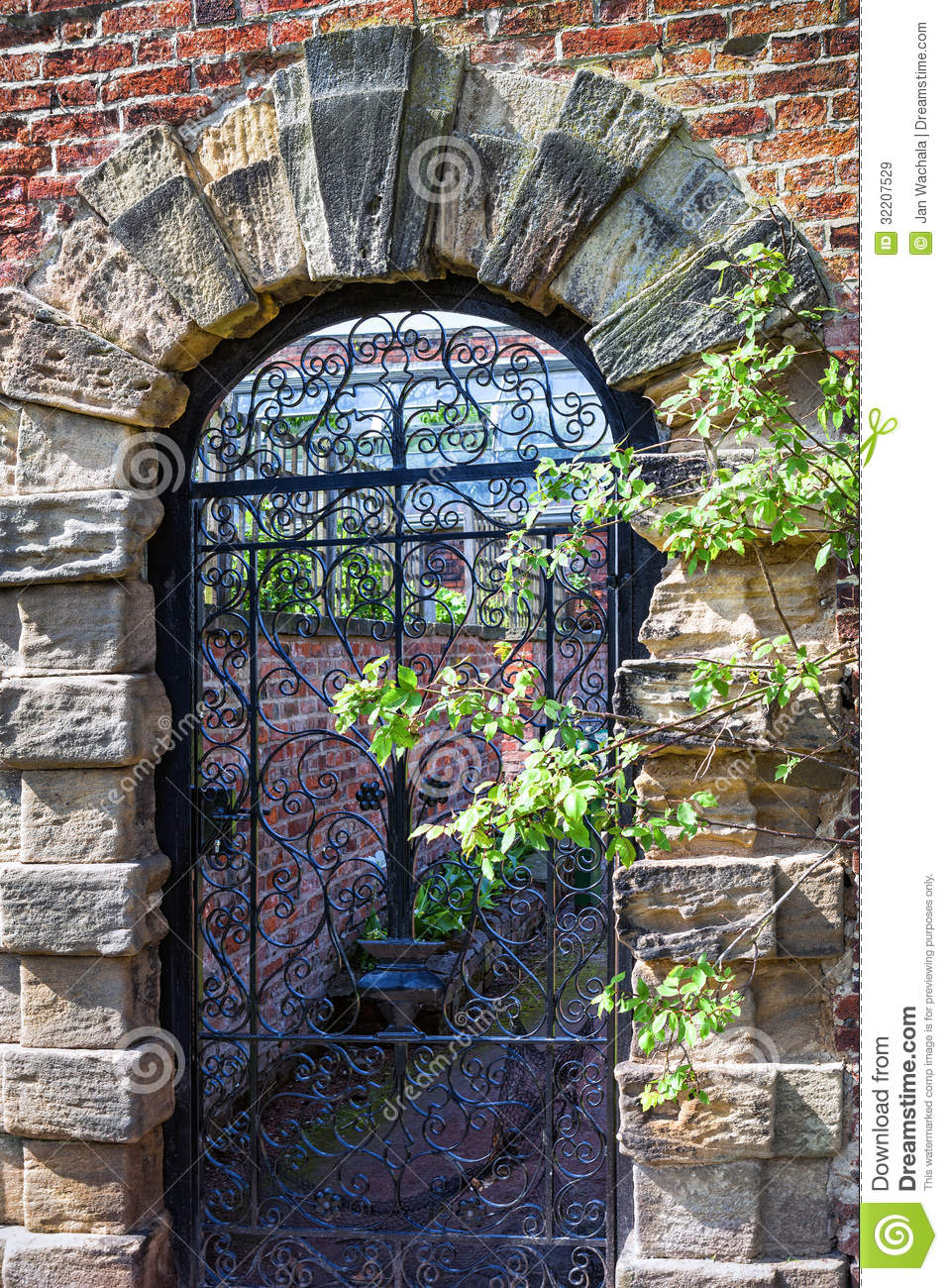 Old English Garden Gate Stock Image Image Of Gravel
