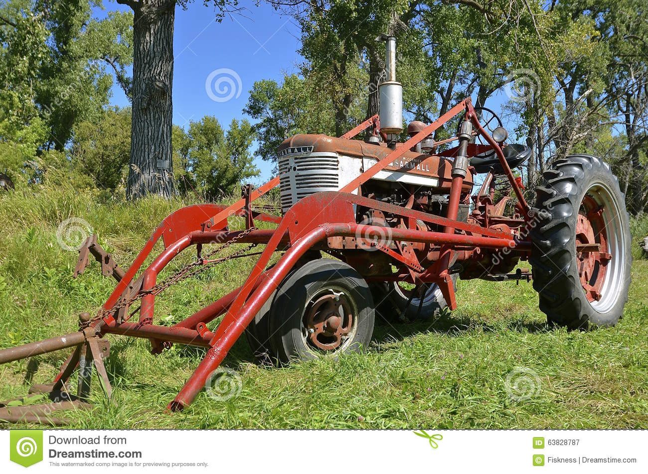 Farmall Tractor With Loader : Old farmall tractor with front end loader editorial