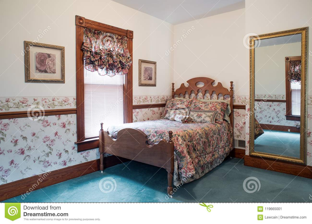 Delightful Old Fashioned Bedroom With Antique Walnut Bed