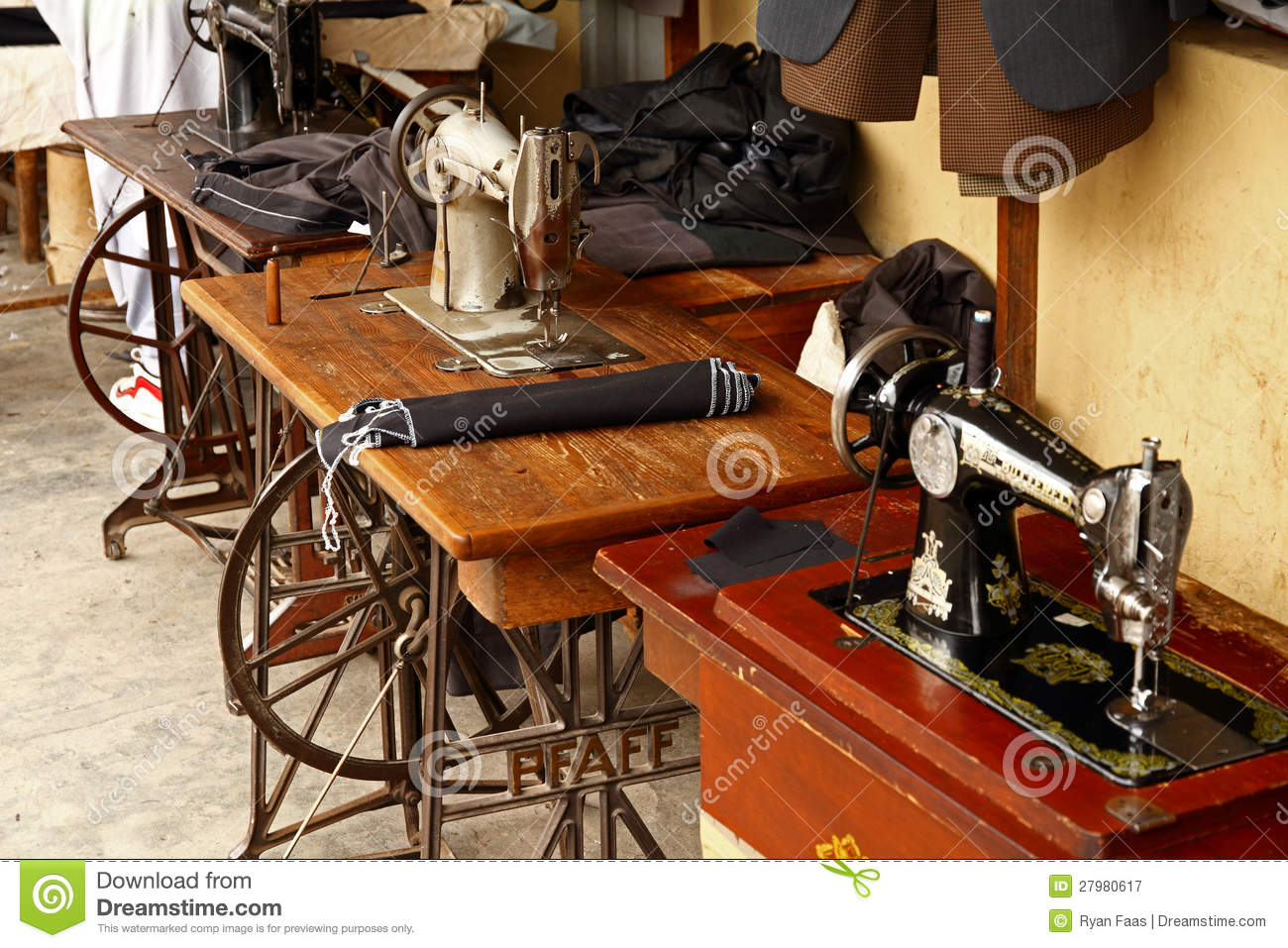 foot powered sewing machine