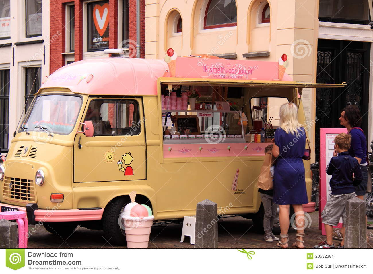 Old Fashioned Ice Cream Seller Van Editorial Stock Image - Image ...