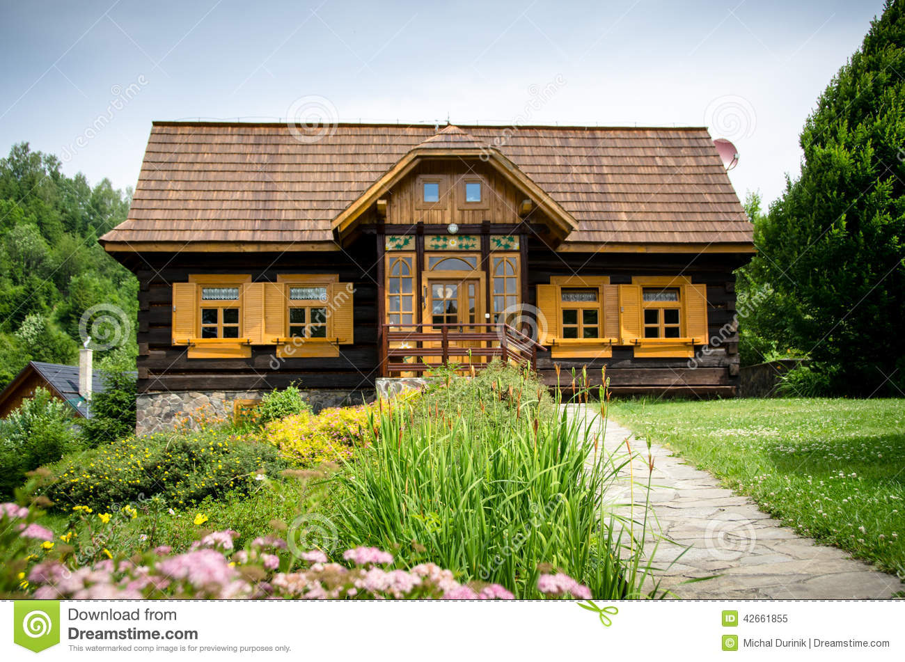 Old Fashioned Log Wooden Cottage Stock Photo Image 42661855
