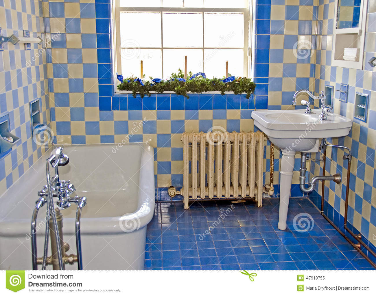 Old Fashioned Luxury Bathroom Stock Photo Image 47919755
