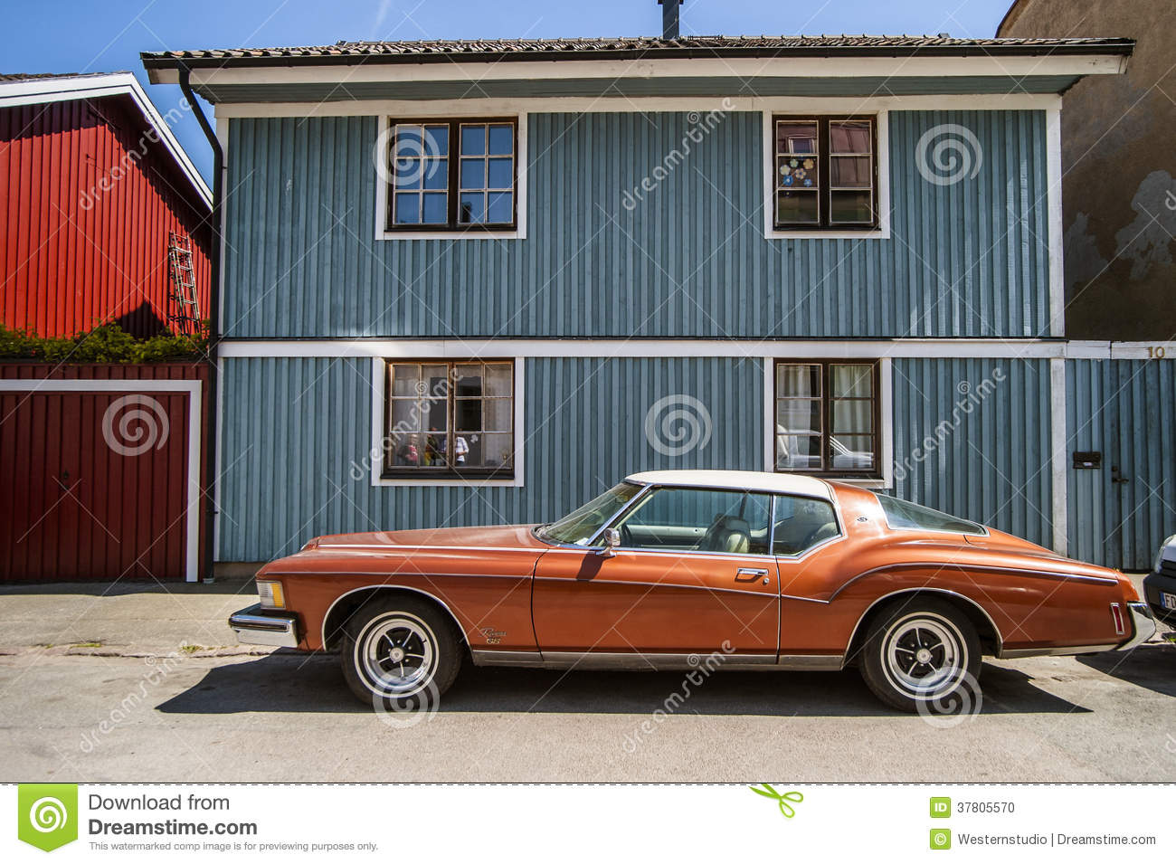 Vintage Car Old Fashioned Car >> Old Fashioned Red Car On The Background Of The Blue Wooden House Stock Photo - Image: 37805570