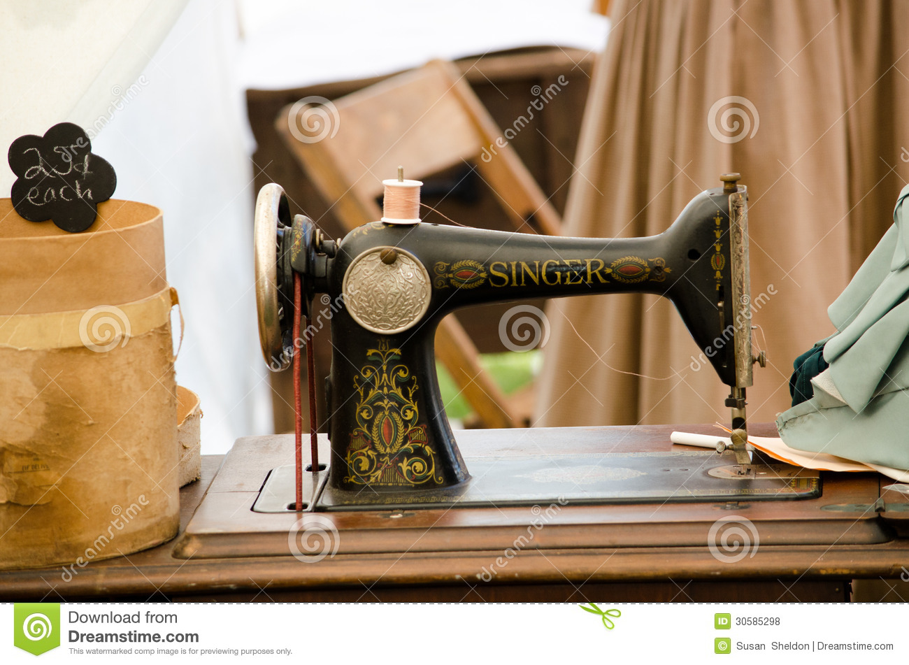 Old Fashioned Singer Sewing Machine Editorial Stock Photo - Image of ...