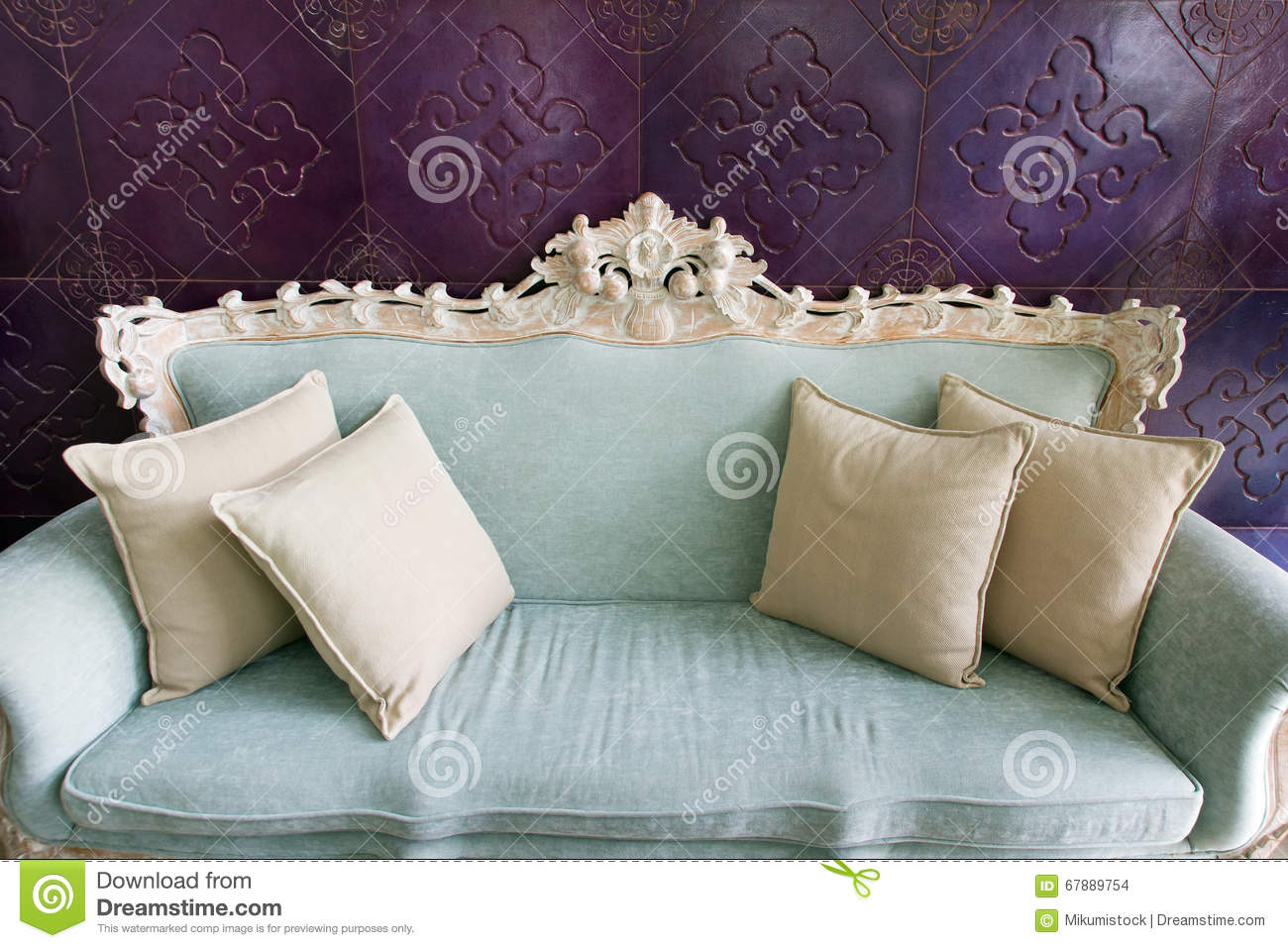 Old fashioned sofa stock photo image of room antique for Old fashioned couch