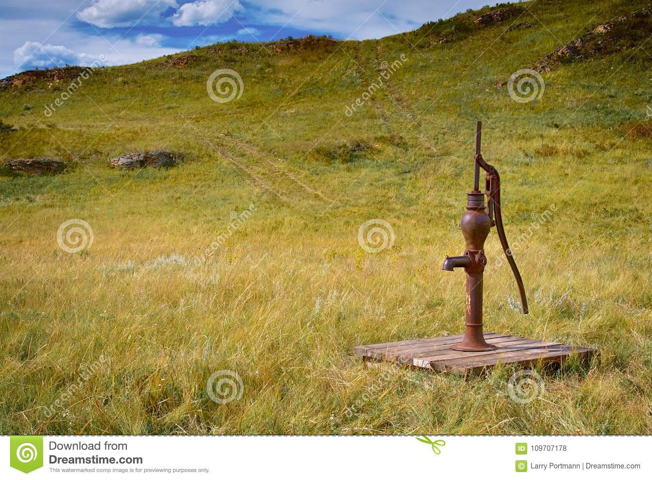 Old Fashioned Water Pump Out In A Field Stock Photo - Image of