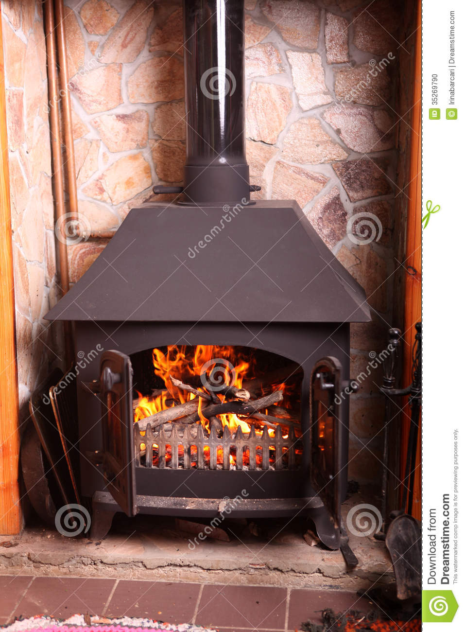 Old fashioned wood burning stove - Old Fashioned Wood Burning Stove Stock Photo - Image: 35269790