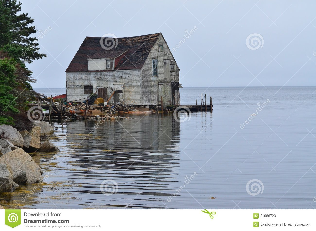 The old fishing shack stock photos image 31086723 for Fish shack near me