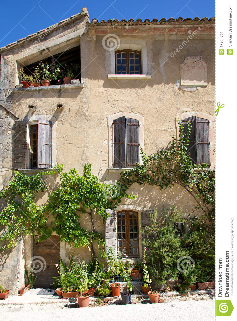 Old french house exterior stock image image 18704701 for Classic house french kiss