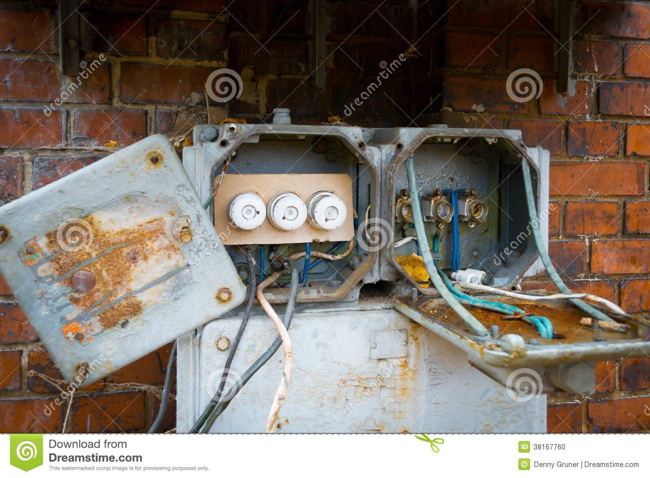 an old fuse box with the then twist locks