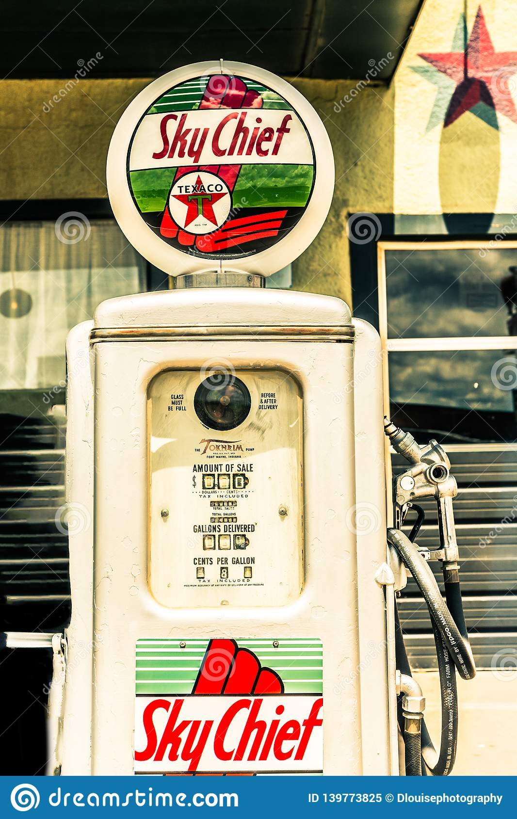 Old Gas Pump Off Of Route 66 Editorial Image - Image of