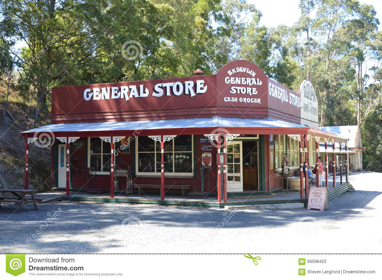 General store and chevron gas station editorial photo for Old fashioned general store near me