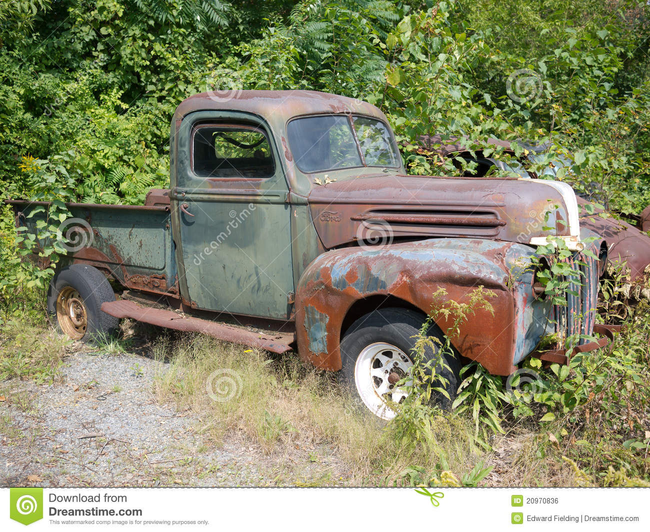 Download Old Grungy Car editorial photo. Image of ford, colorful - 20970836