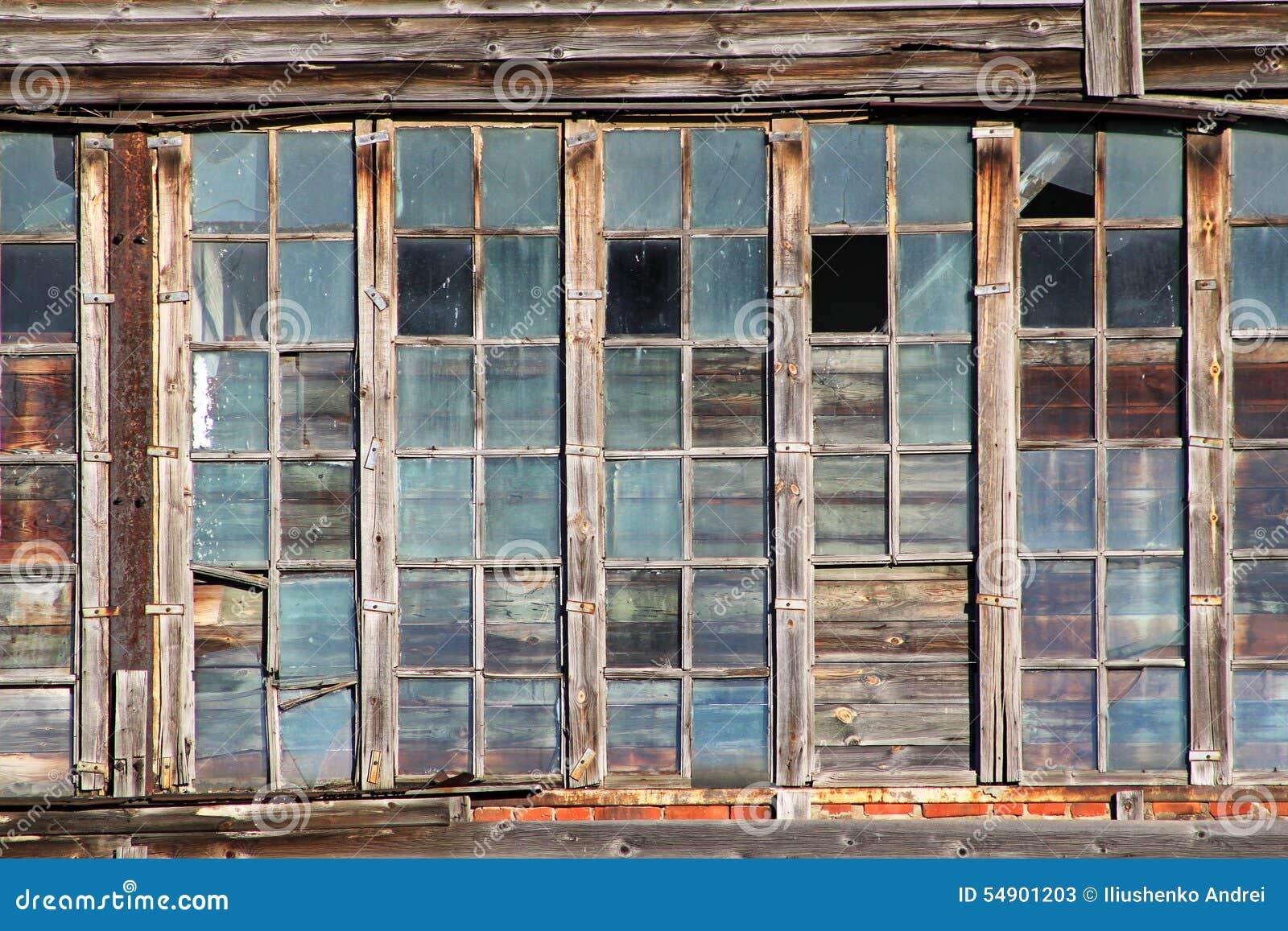 Old hangar windows stock image image of time hangar for Fenetre hangar