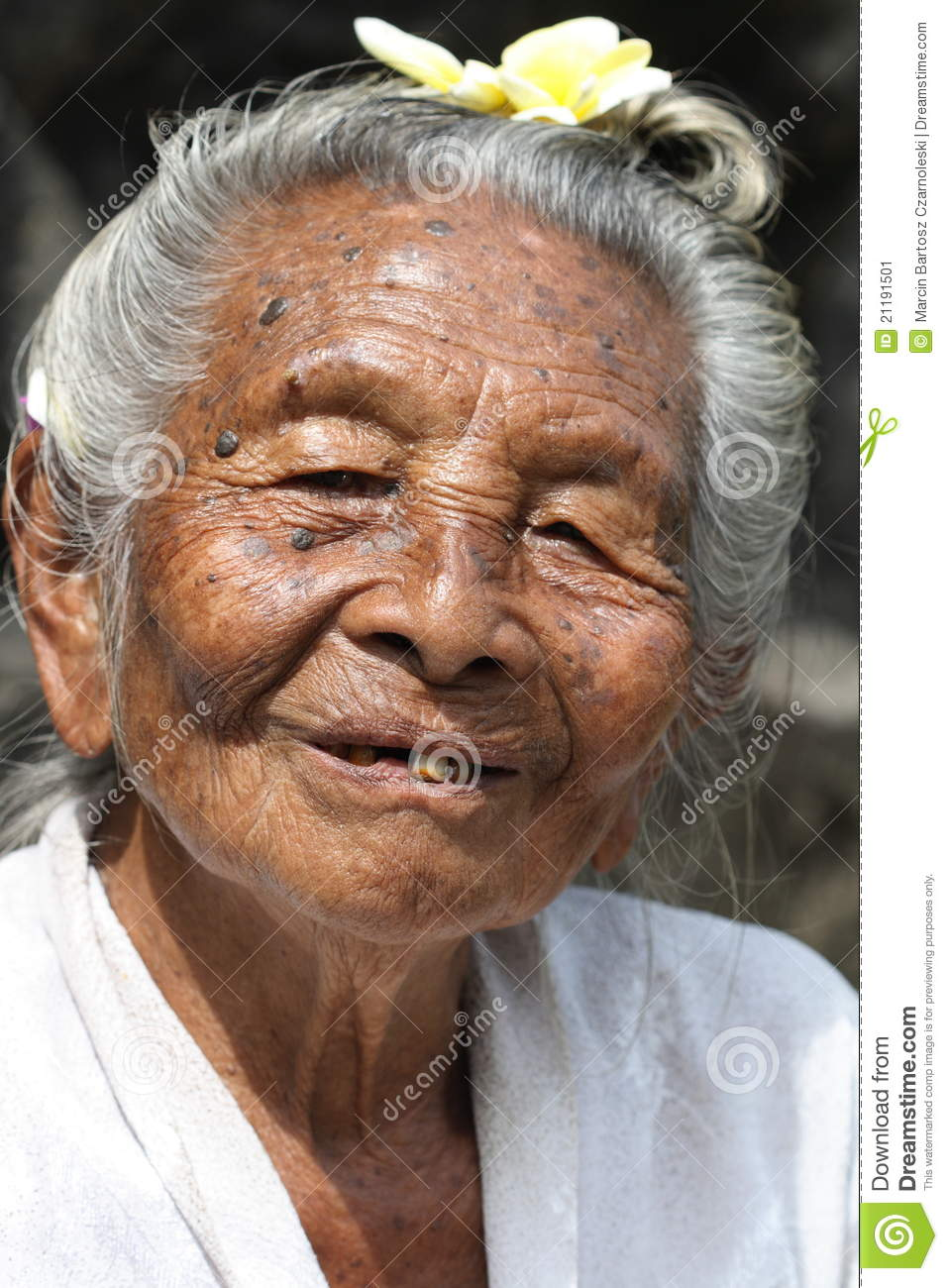 Old Hindu lady from Bali, Indonesia