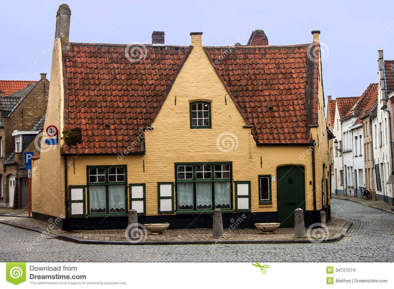 Old house in bruges editorial stock image image of town 34727274 - Small belgian houses brick ...