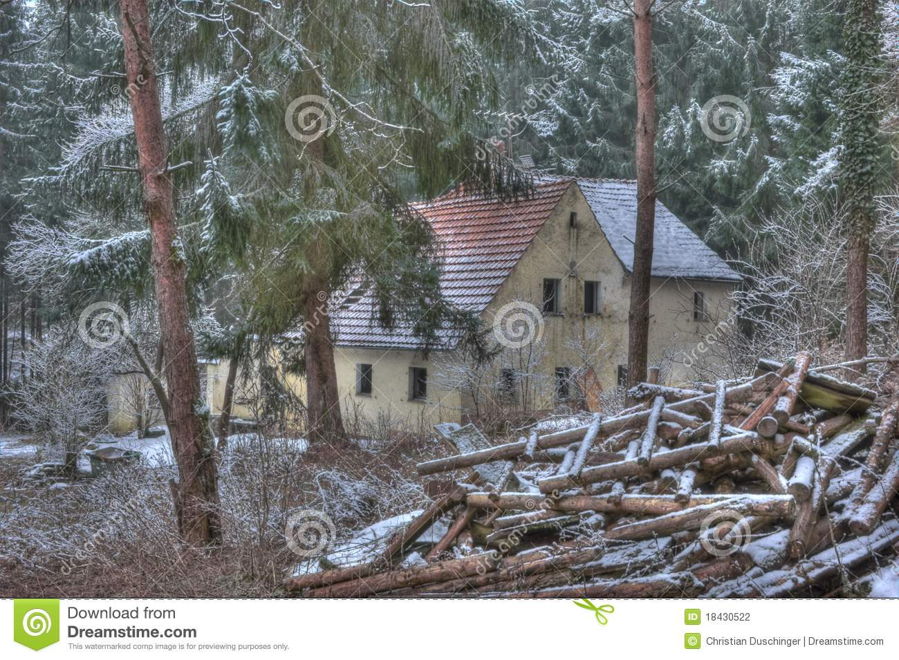 Old house in the middle of the forest stock photography image 18430522 - Amenager een voorgerecht van het huis ...