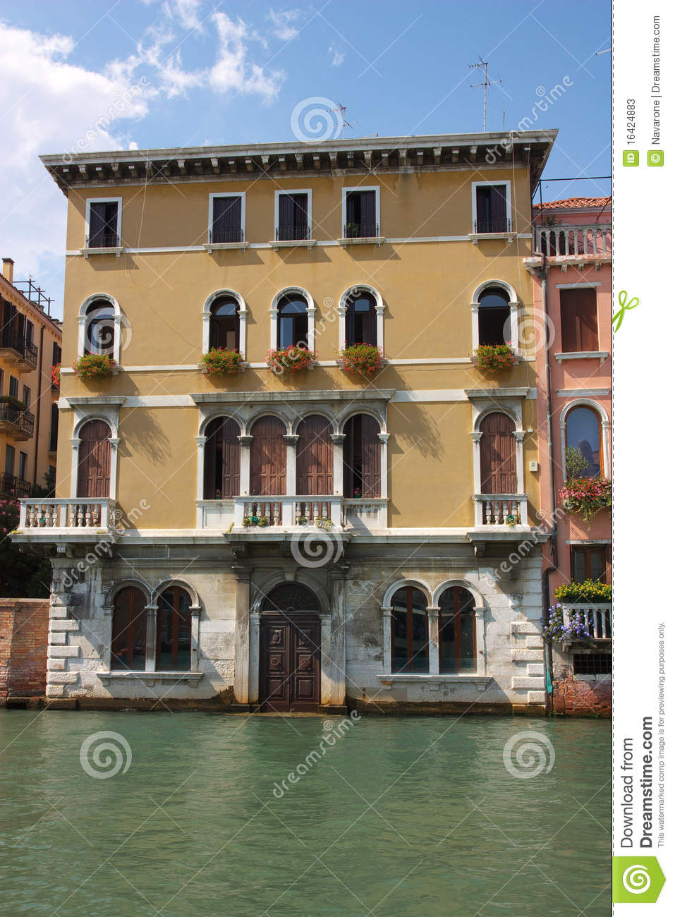 Old house on venice canal stock photos image 16424883 for Classic italian house
