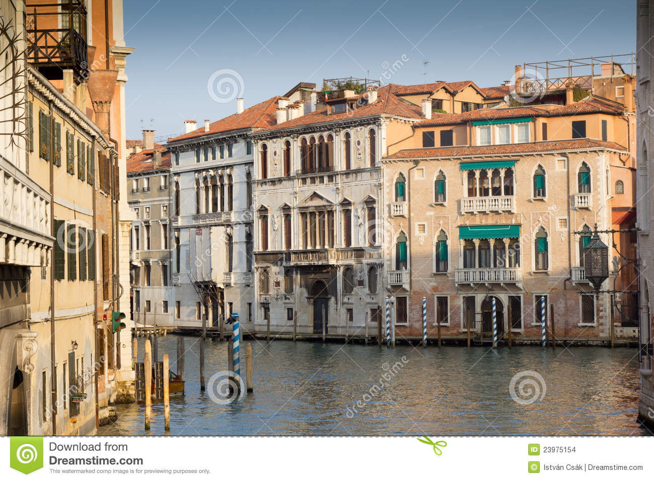 Old house in venice italy stock images image 23975154 for Italianhouse