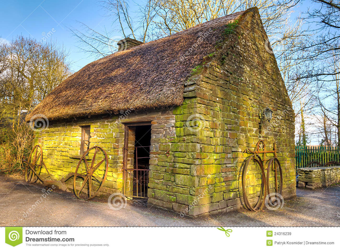 Old irish cottage house royalty free stock images image for Traditional irish cottage designs