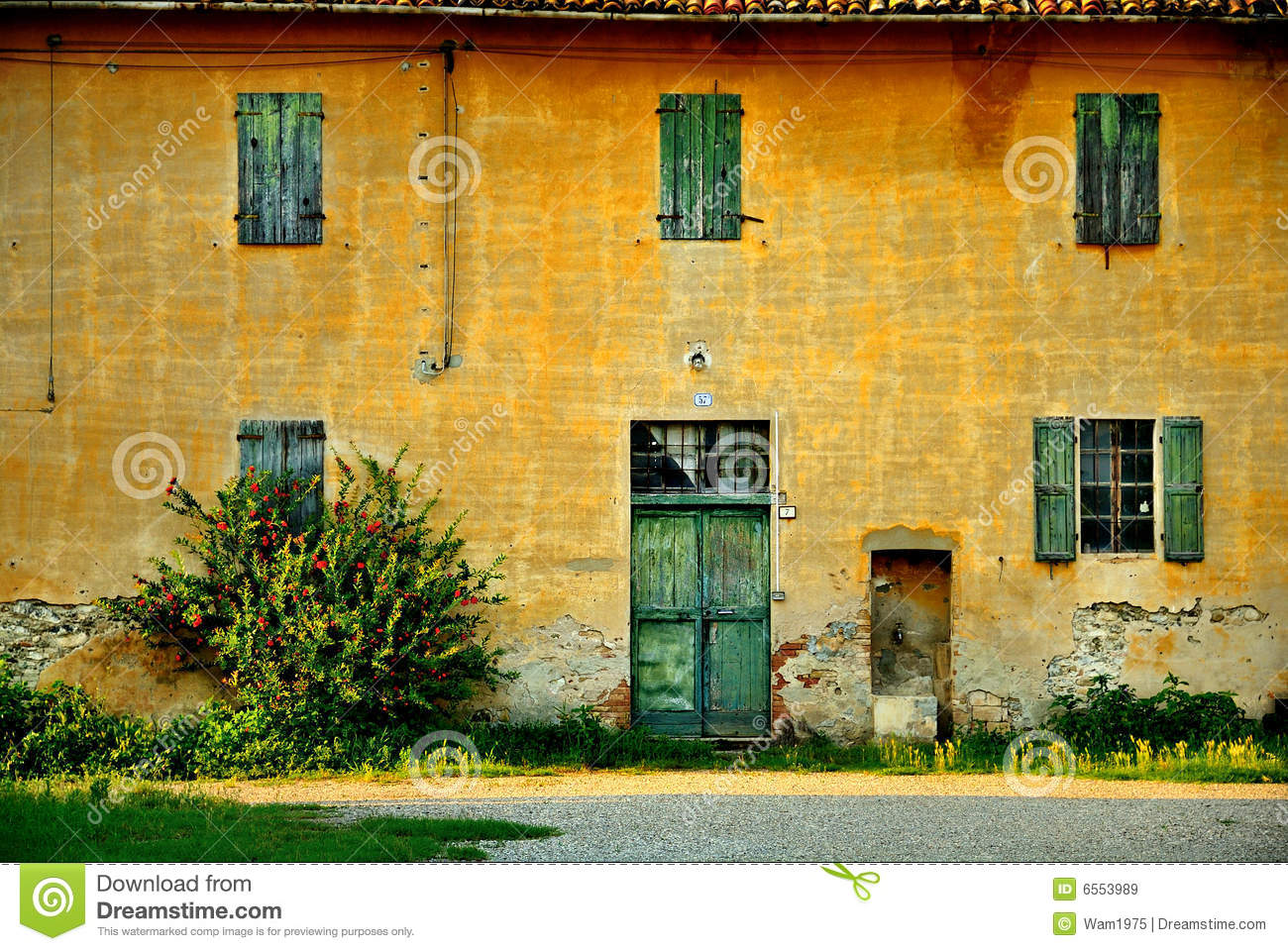 Old italian house royalty free stock images image 6553989 for Classic italian house
