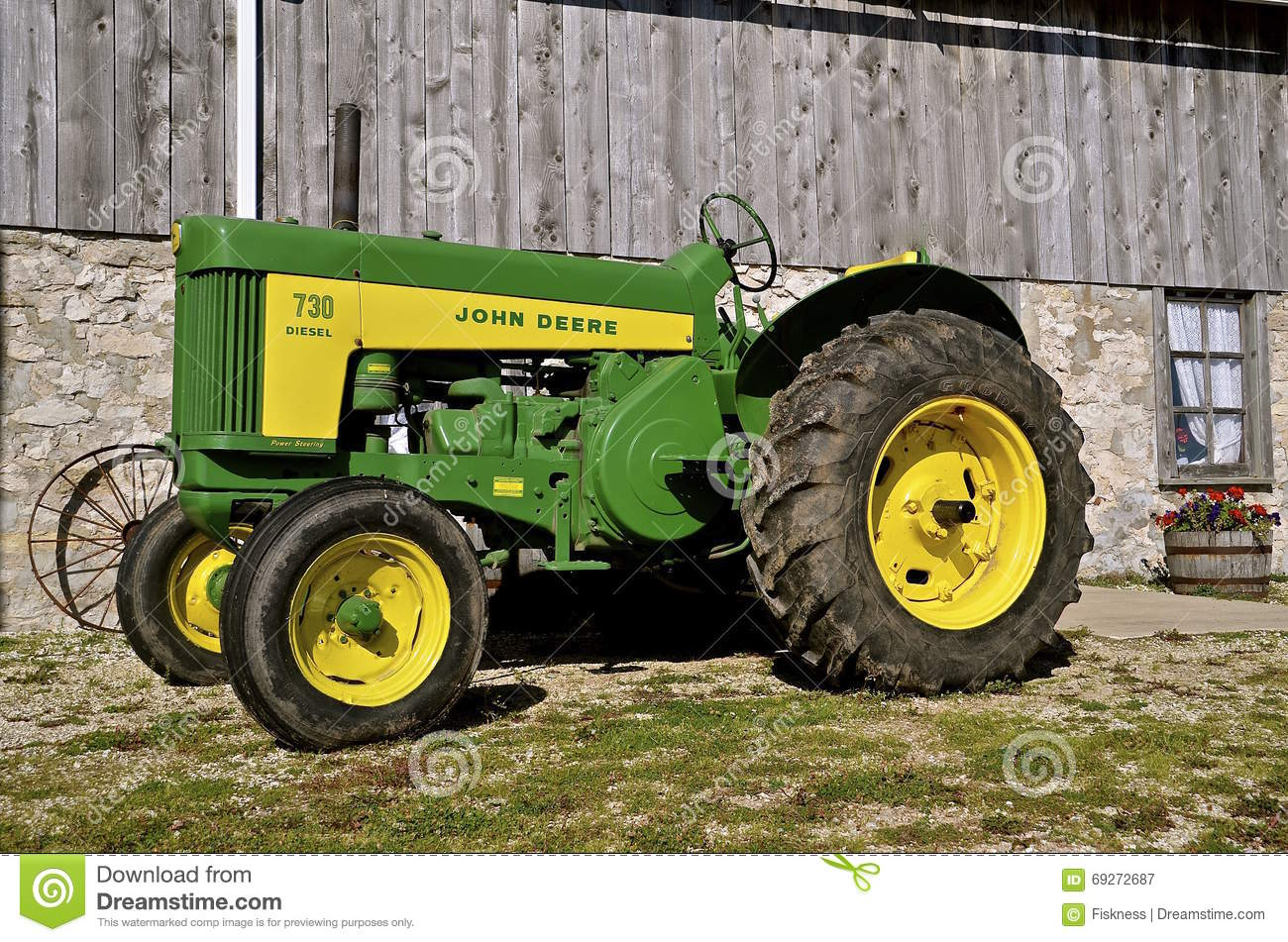 Antique John Deere R Tractor : Old john deere r tractor editorial photography image of