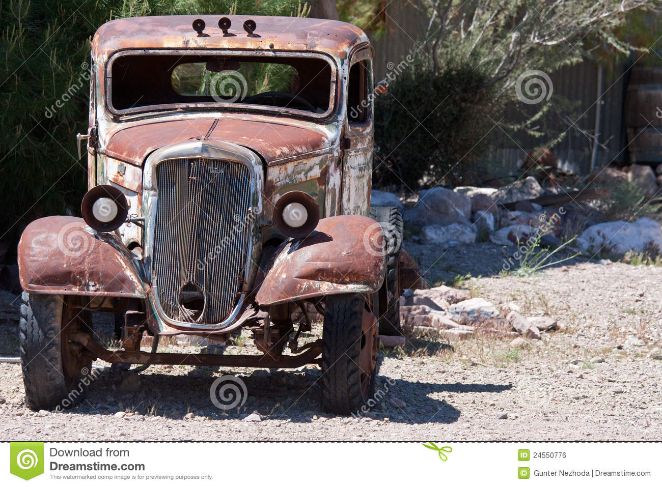 Old Junk Car Desert Stock Photos - Download 428 Images