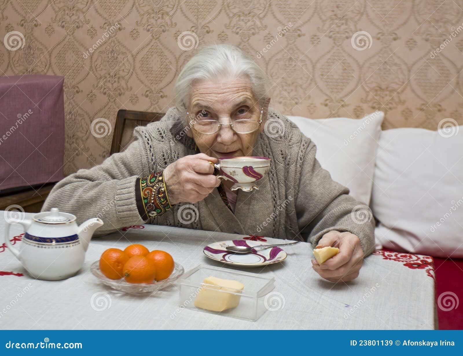 Фото пожилых женщин пол 21 фотография