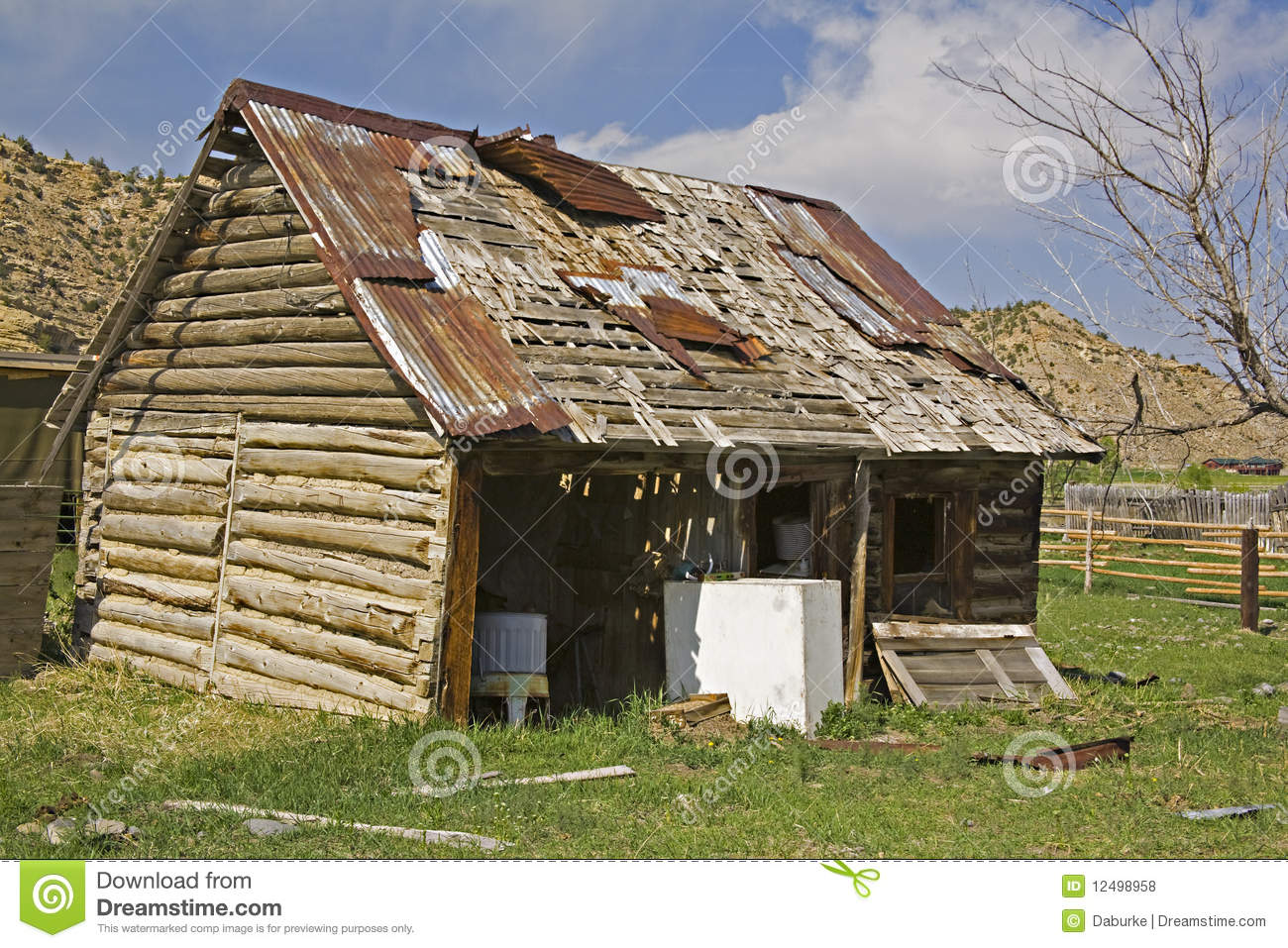 Old Barn Garage : Old log barn garage loaded with junk royalty free stock