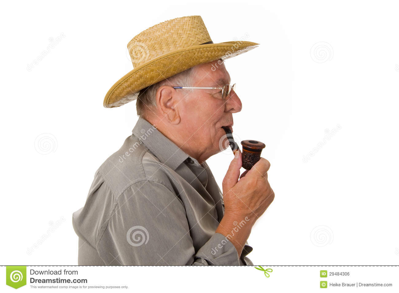 Old fashioned smoking pipes 82