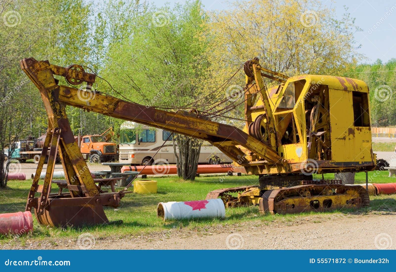vecchie escavatrici a vapore le origini Old-mechanical-shovel-display-fort-nelson-bc-retro-machine-cable-controls-as-seen-outdoor-museum-northern-55571872