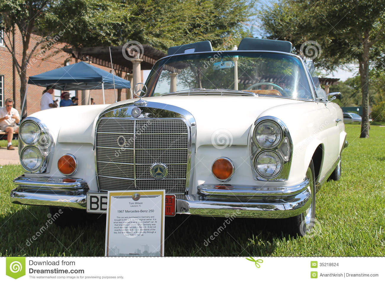 Old Mercedes Benz 250 Car At The Car Show Editorial Stock