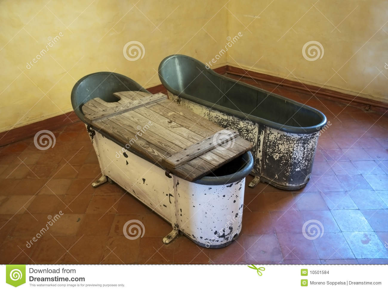 Old metal bathtubs stock photo. Image of room, wood, metal - 10501584