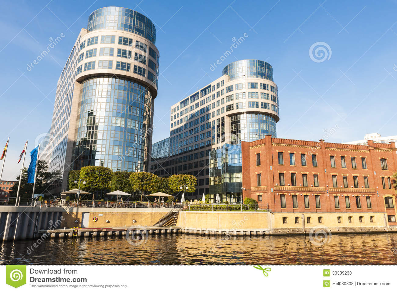 Old and modern architecture on the river spree berlin for Architecture berlin