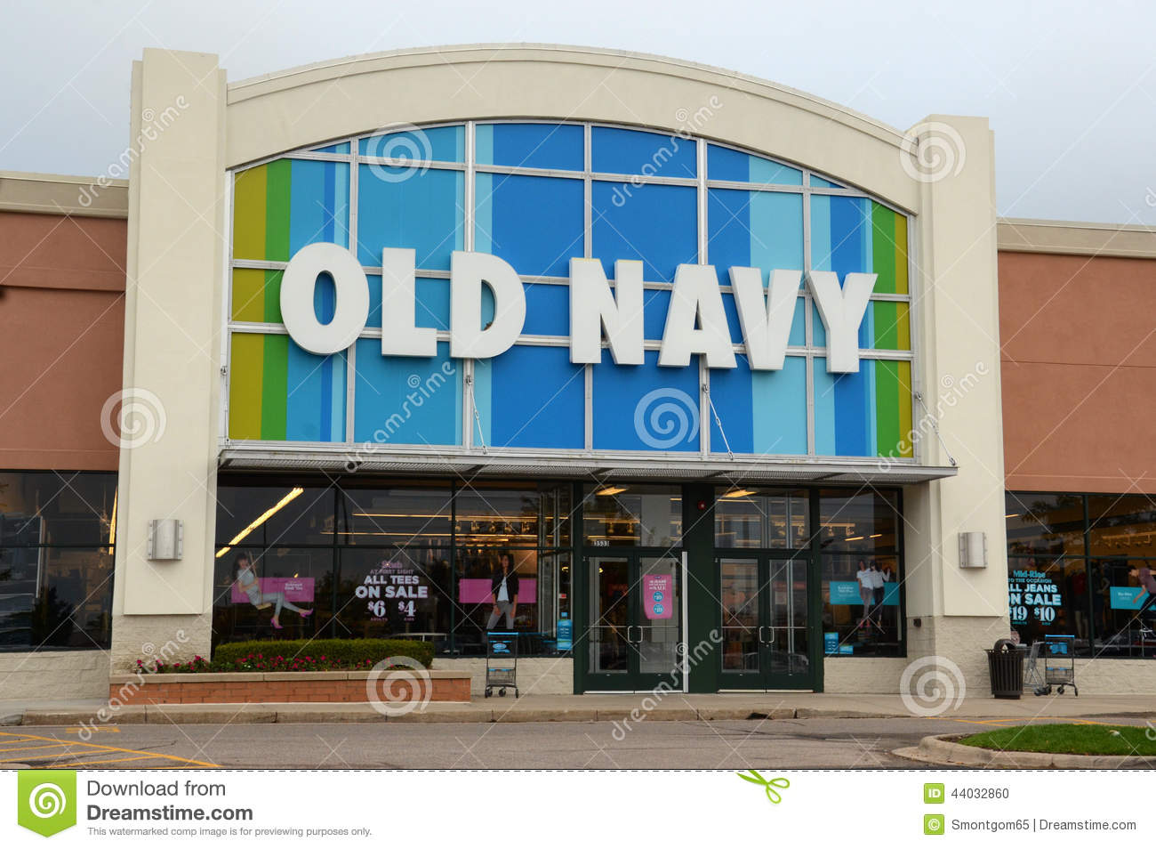 Old Navy is a clothing and accessories store owned by Gap Inc. Founded in in San Francisco, California. The Gap Inc. brands include Gap, Banana Republic and Athleta. Old Navy has more than 1, locations in the United States (and Canada) and a website that features a wide variety of top-rated styles for men, women, boys, girls, toddler girls and toddler boys%().
