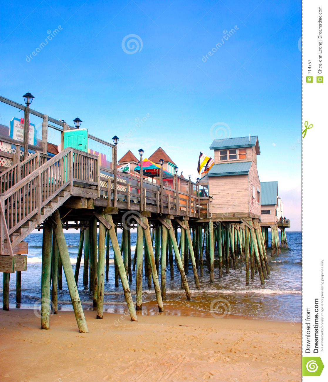 Fixing Up An Old New Englander In Maine: Old Orchard Beach, Maine Stock Image. Image Of Coastline