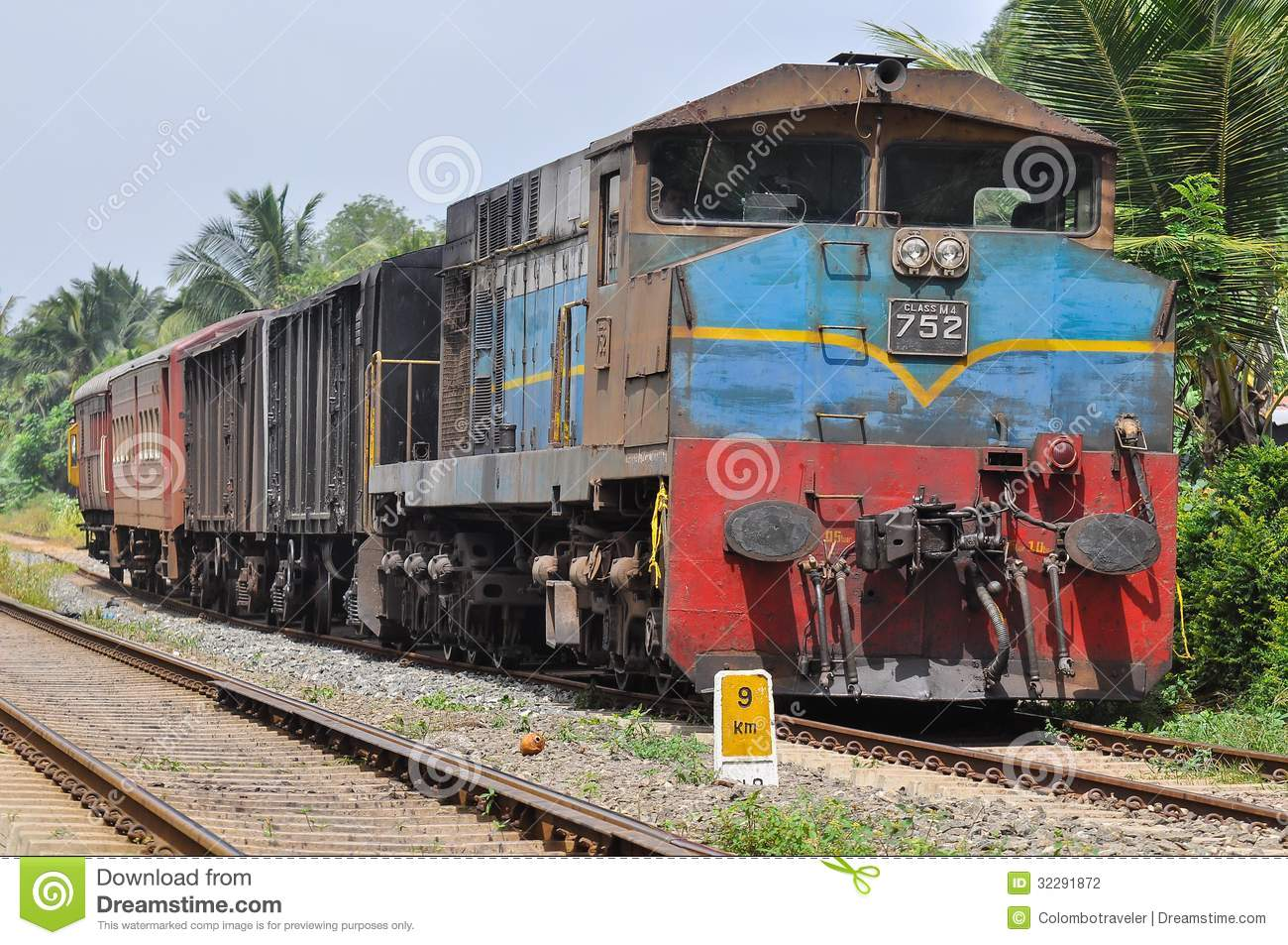 - old-petti-train-srilanka-badu-kalaniya-32291872
