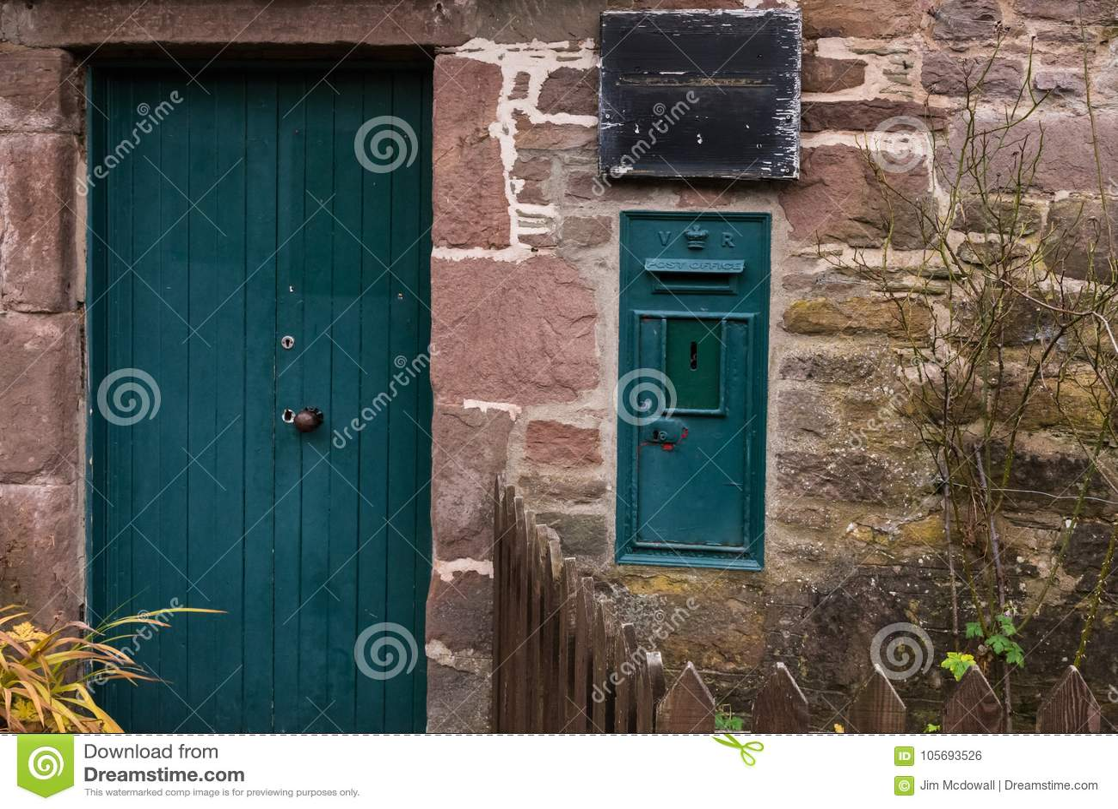 Old Queen Vistoria Post Box In Royal Glamis Village Scotland