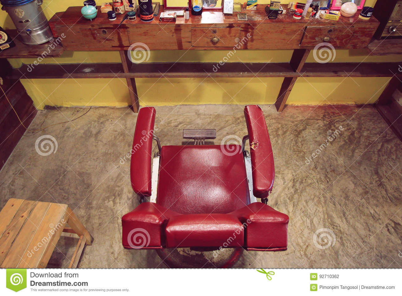 Red chair photography - Baan