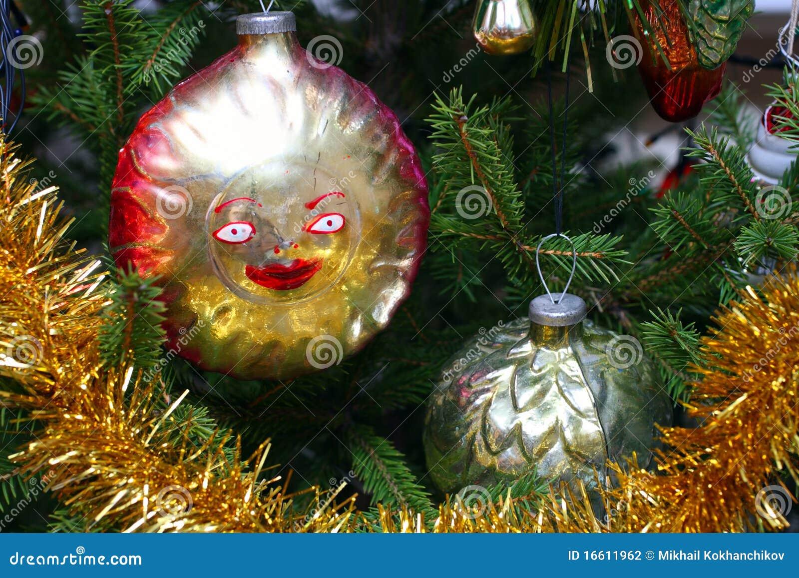 Christmas Close Fir Old Retro Sharp Glitter Sphere Decoration ...