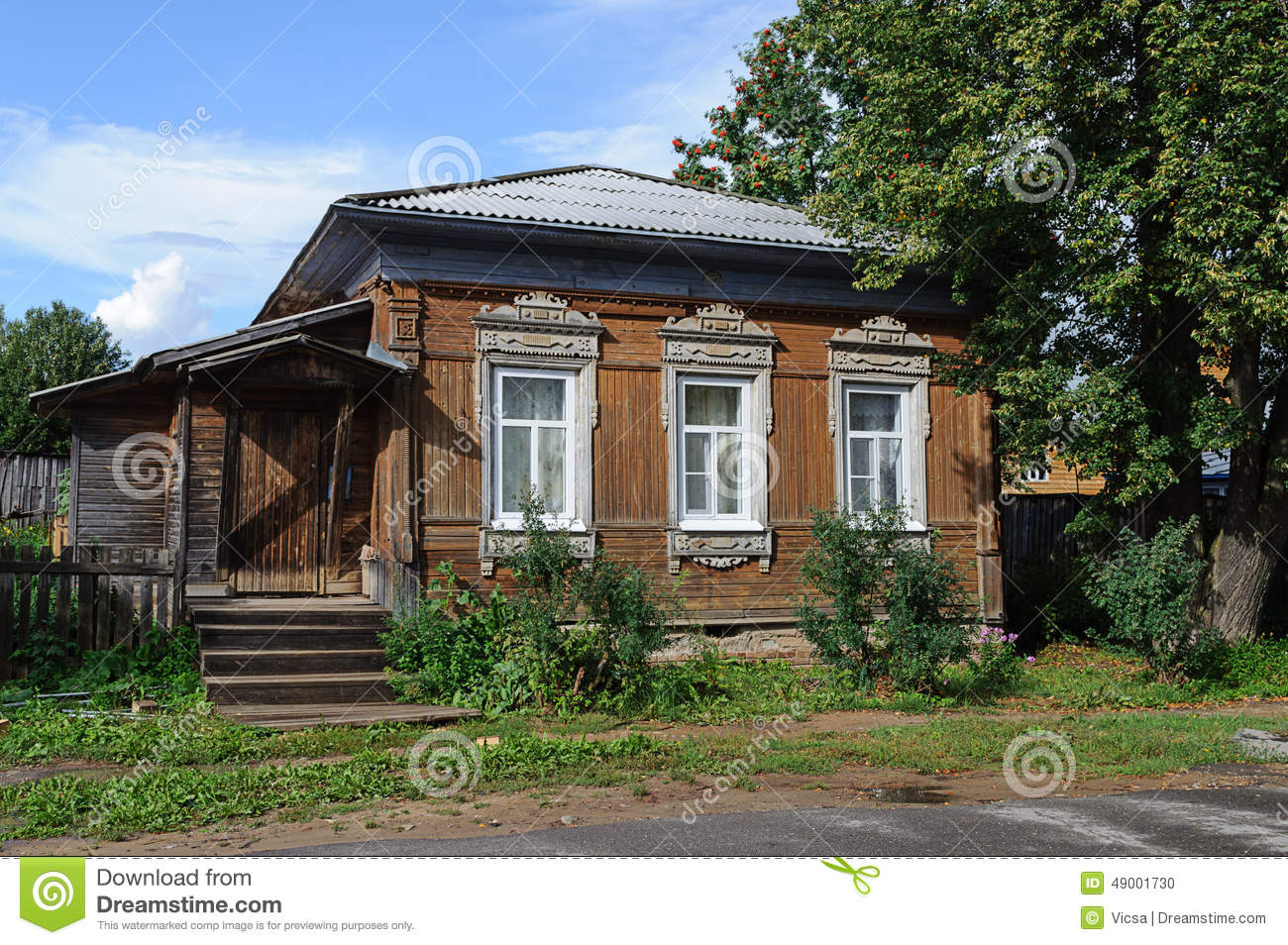 Old small wooden country house stock photo image of - Vieille maison de campagne ...