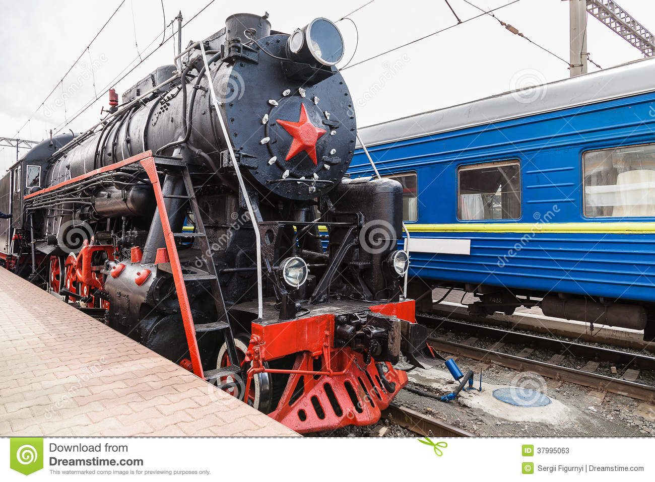 Old Steam Train Is Leaving A Station Royalty Free Stock Image Cartoondealer Com 37995208