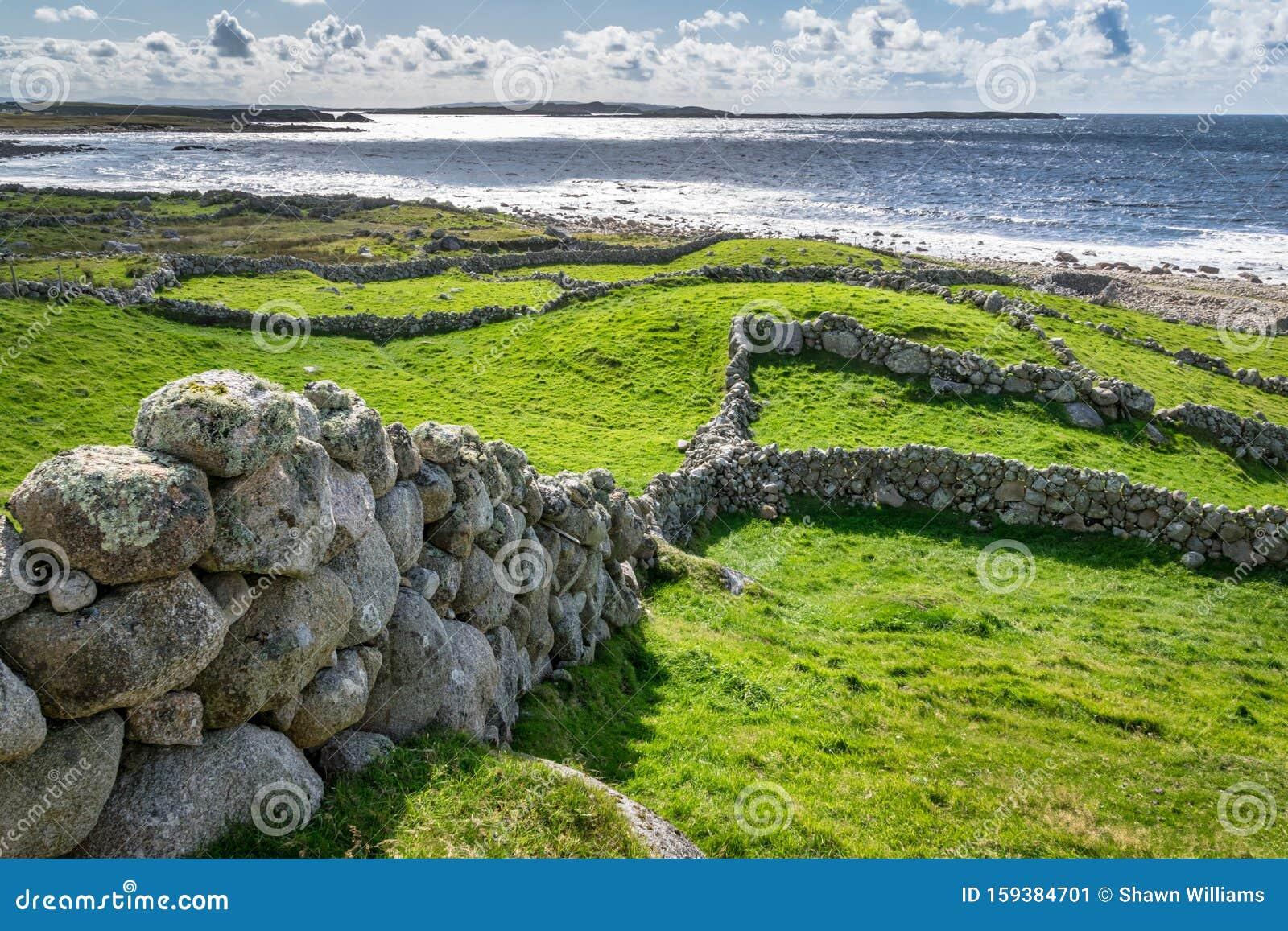 old-stone-wall-walls-atlantic-ocean-doen