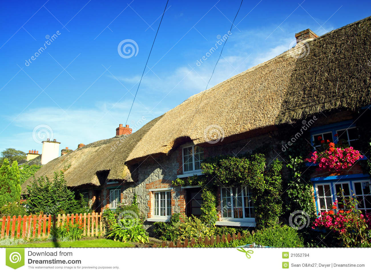 Old Style Irish Cottage Adare Co Limerick Stock Images